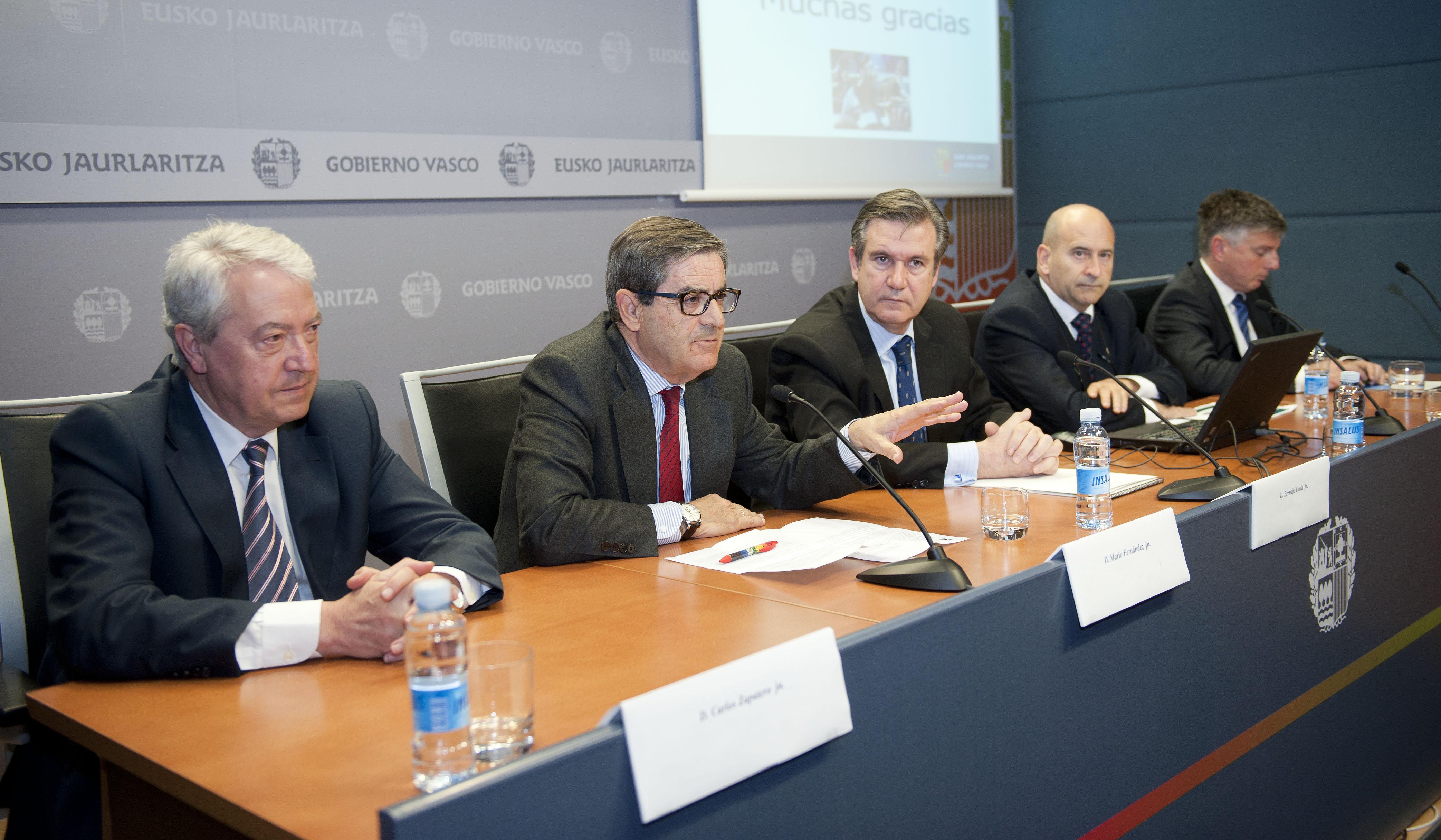 2012_04_16_unda_becas_extranjero_cajas_08.jpg