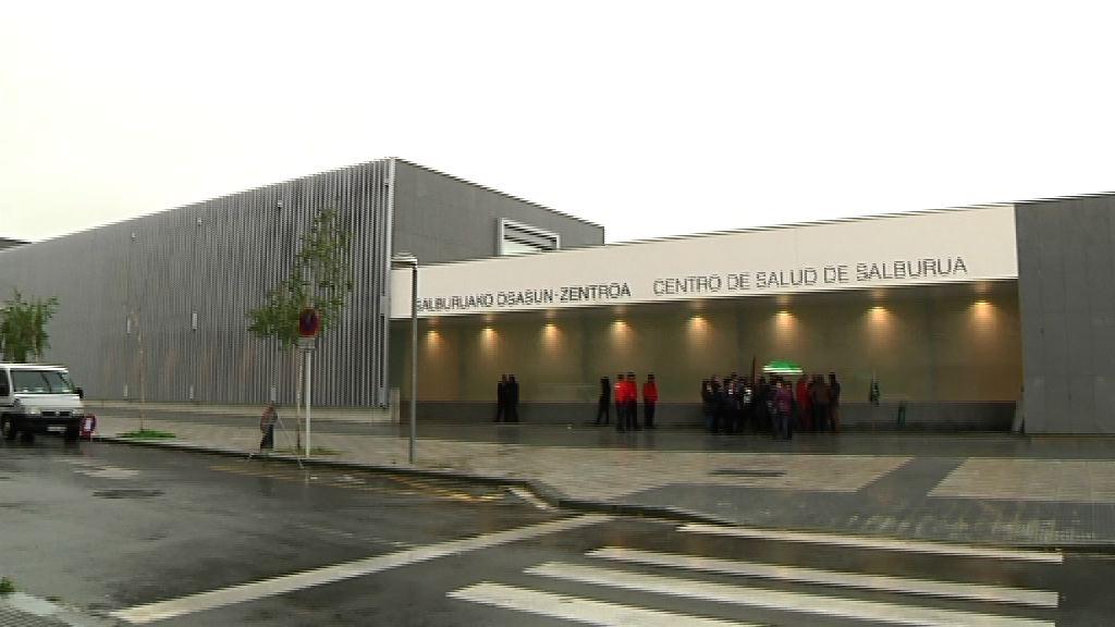El Lehendakari inaugura el moderno centro de salud de Salburua [16:40]