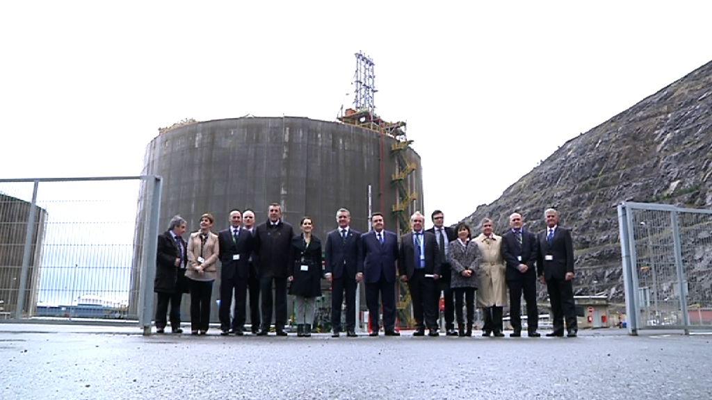 El lehendakari inaugura el nuevo tanque de gas de Bahía de Bizkaia [3:55]