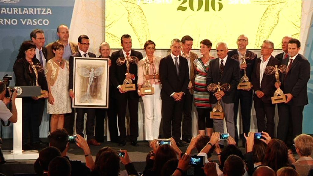 El lehendakari entrega los Premios Comercio y Turismo 2016