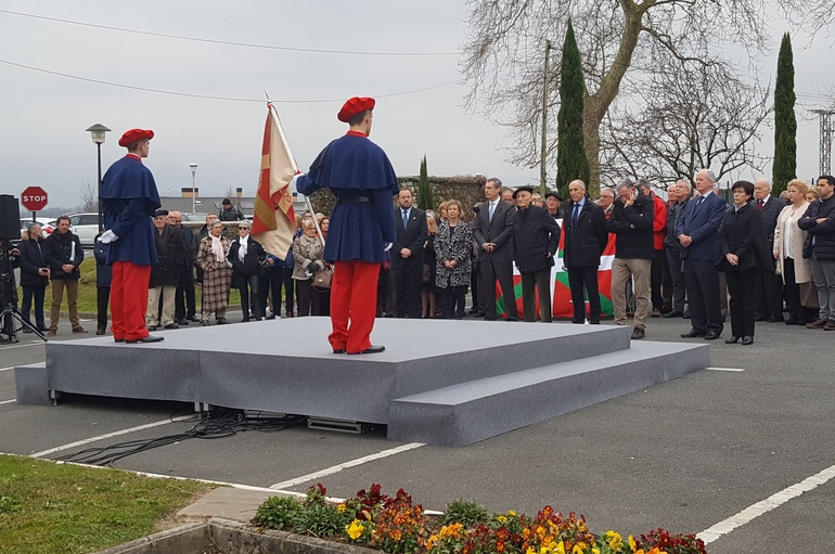 Josu Erkoreka y Estefanía Beltrán de Heredia participan en el homenaje a Kandido Saseta en el 80 aniversario de su muerte