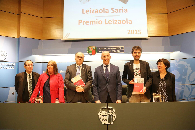 Josu Erkoreka entrega los premios Leizaola a los mejores trabajos de investigación en materia de autonomía vasca