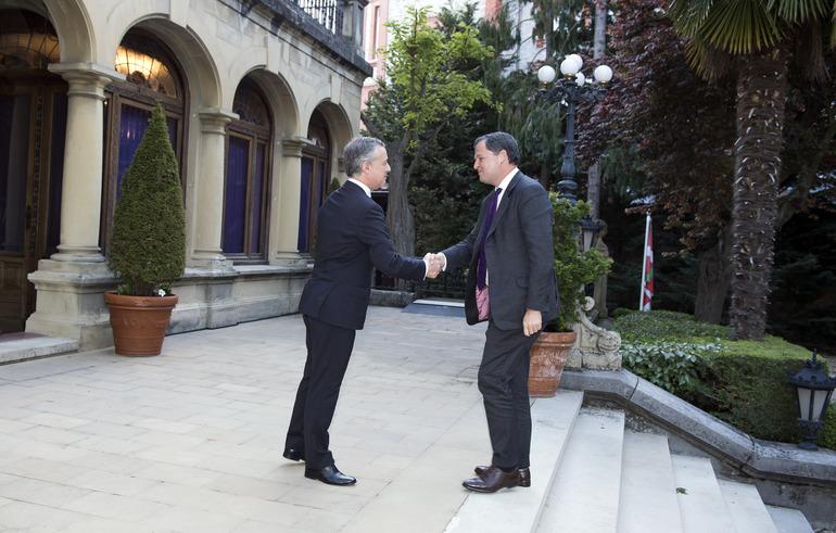 El Lehendakari ha recibido en Ajuria Enea al Alto Comisionado para la Paz en Colombia