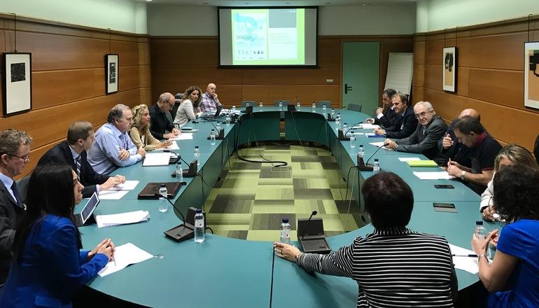 El Gobierno Vasco y las Diputaciones Forales informan a las principales asociaciones de enseñanza de Euskadi sobre la educación tributaria