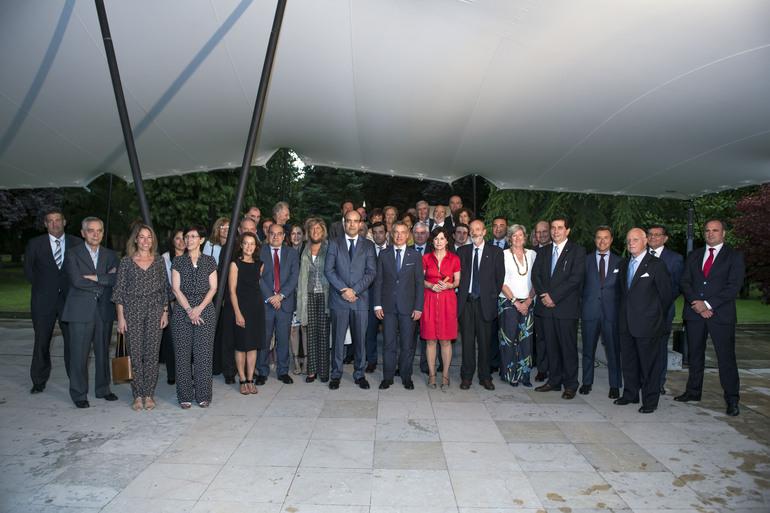 El Lehendakari defiende ante el cuerpo consular una Euskadi solidaria