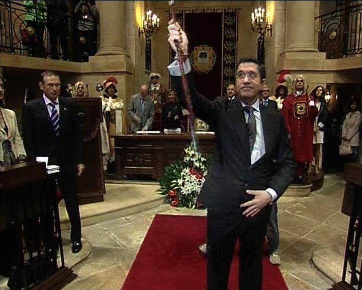 Patxi López took the oath of office as Lehendakari in front of the Tree of Gernika [39:56]
