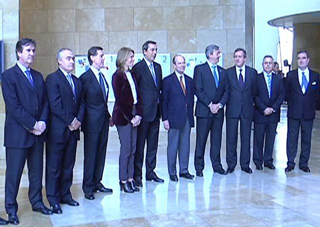 """La economía vasca inicia una """"lenta recuperación"""" económica que se consolidará en 2010 [0:34]"""