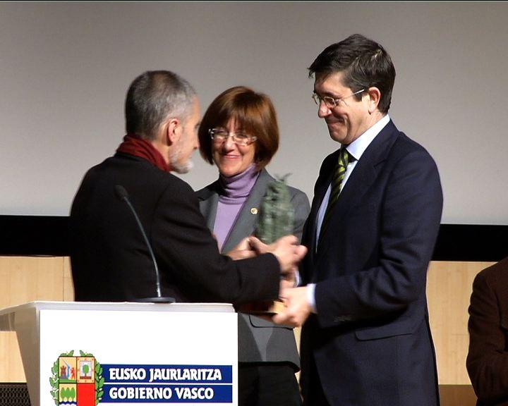 El Lehendakari entrega los Premios Euskadi de Literatura [1:25]