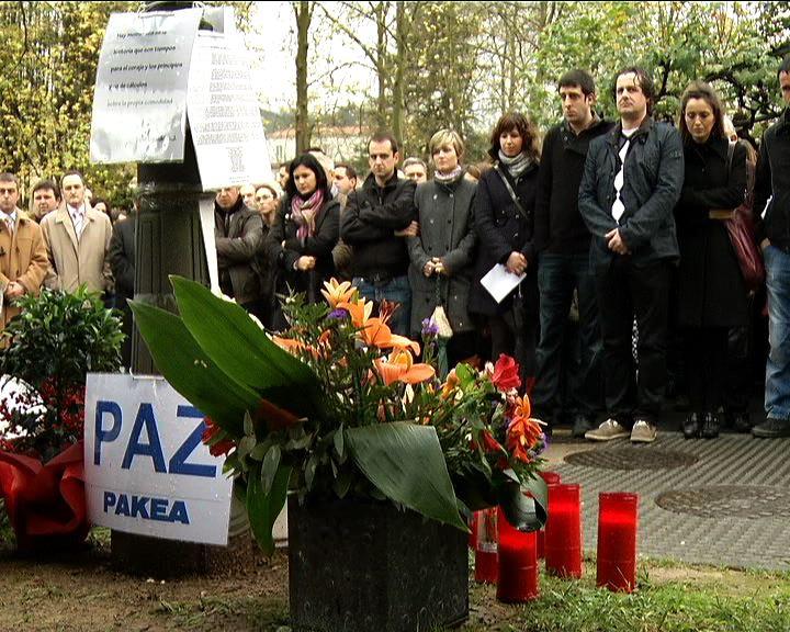 El Lehendakari asiste al homenaje en recuerdo del empresario Inaxio Uria, asesinado por ETA hace un año [2:06]
