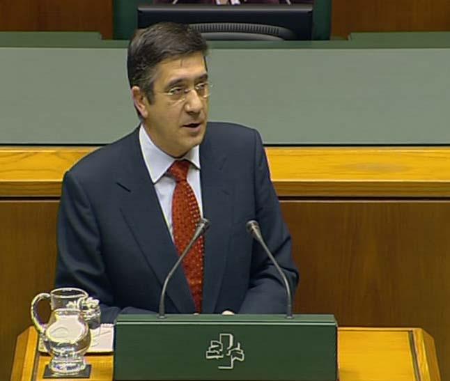 """El Lehendakari anuncia que el traspaso de las políticas de empleo será efectivo en 2010 pese a los """"obstáculos del PNV"""" [1:49]"""