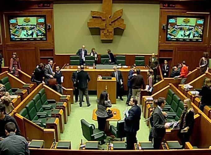 El Parlamento vasco aprueba los Presupuestos de 2010 con sólo 6 votos en contra [0:48]
