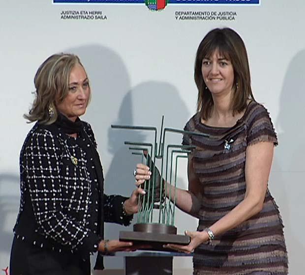 El Gobierno Vasco otorga el Premio Justicia Manuel de Irujo a Inmaculada de Miguel [1:22]