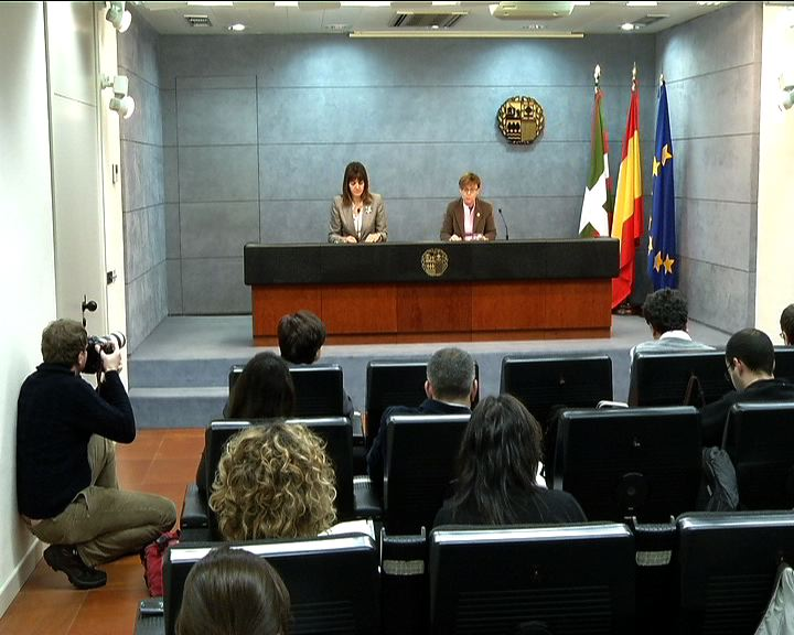 """El Gobierno Vasco garantiza """"por ley""""  las ayudas para abonar el alquiler para las rentas más bajas y las vincula a procesos de formación y búsqueda de empleo [0:23]"""