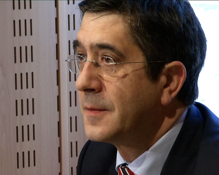 """El Lehendakari destaca que se """"ha frenado"""" la destrucción de empleo en Euskadi [1:30]"""