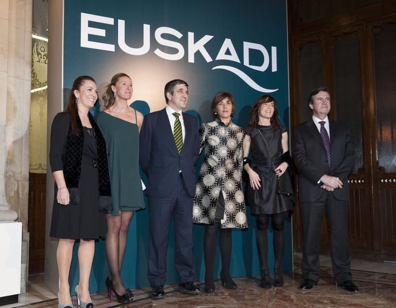 """El Lehendakari presenta """"una nueva imagen"""" de Euskadi """"para un nuevo tiempo"""""""