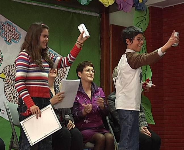 """Entrega de premios de la campaña """"Derechos con deberes"""" [0:28]"""