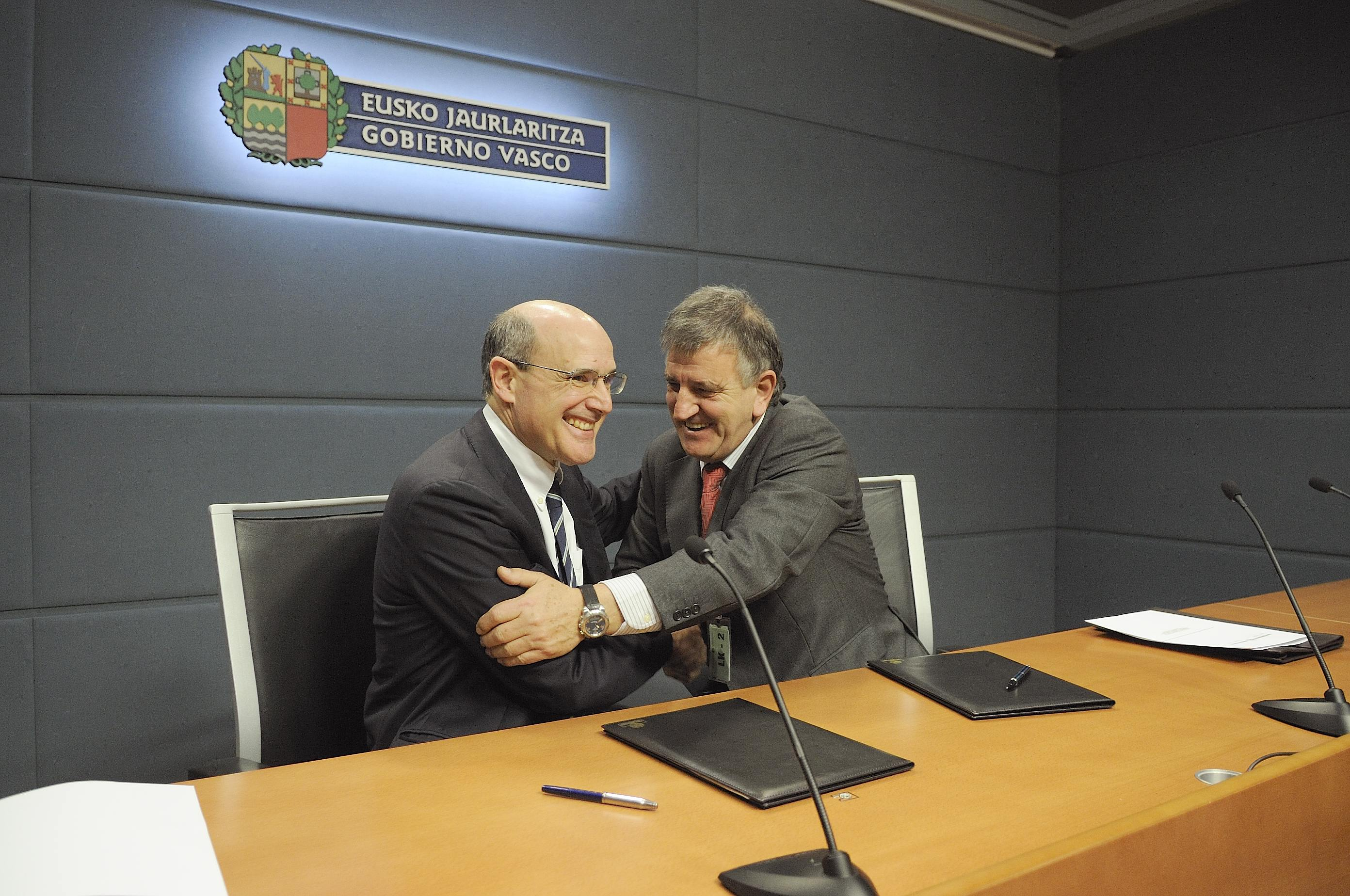 Signature of a Framework Agreement for Collaboration in the areas of Training, Research, Technology and Applications between the Department of health and Consumer affairs and Mondragon Corporacion