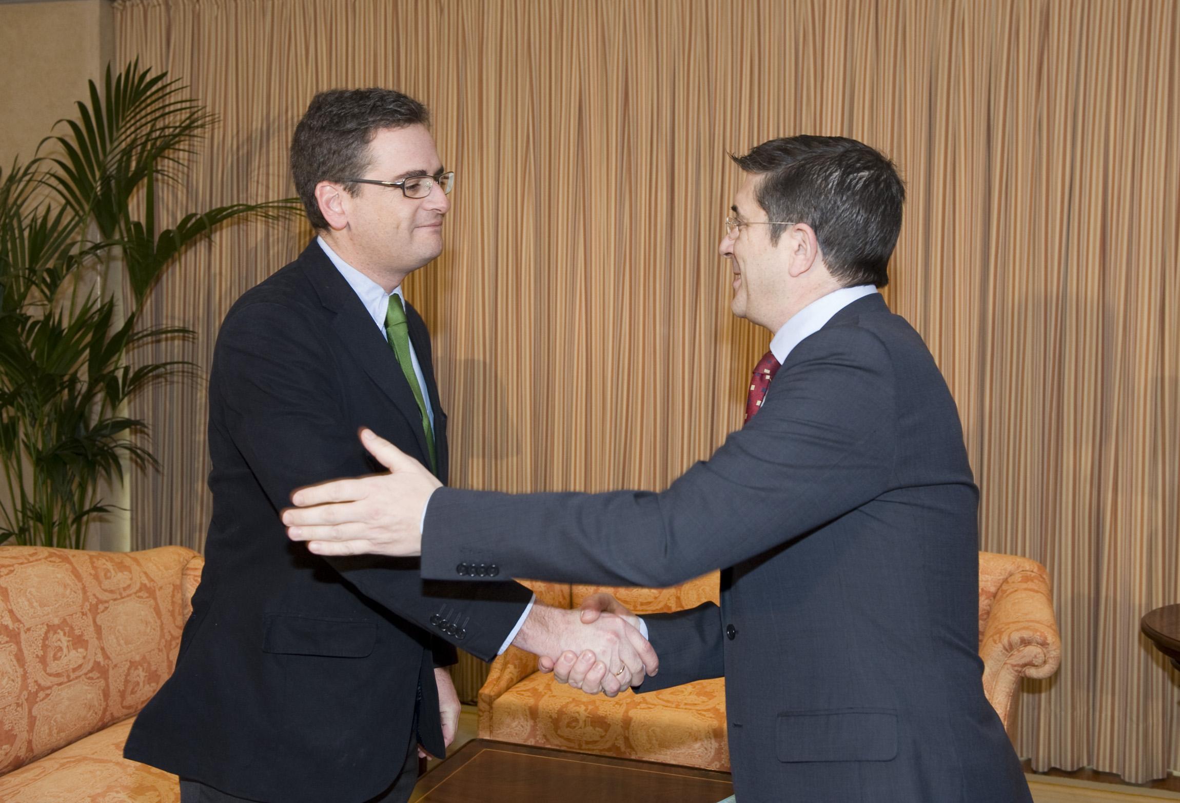 El Lehendakari se reúne con el presidente del PP vasco, Antonio Basagoiti [17:36]