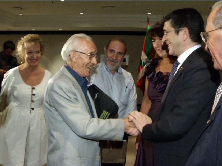 """El Lehendakari plantea a la colectividad vasca brasileña actuar como un """"lobby"""" para mejorar la imagen de Euskadi en el mundo [1:13]"""