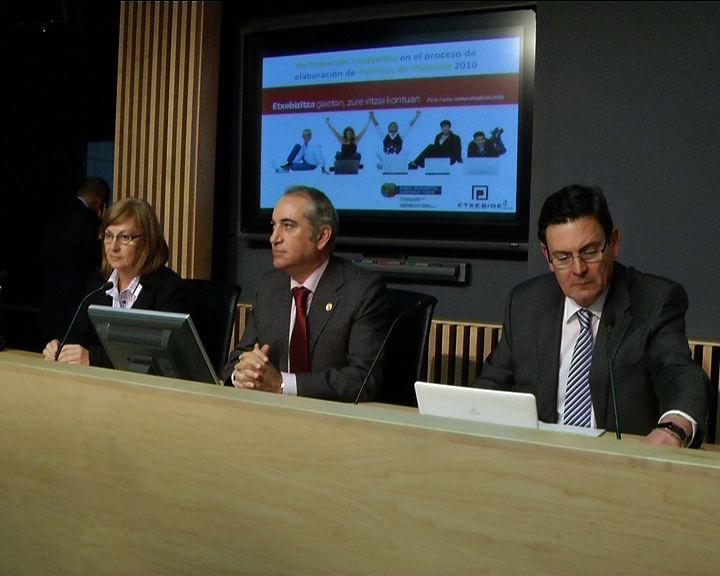 El Gobierno Vasco abre un proceso de participación para que los ciudadanos opinen y hagan propuestas sobre las nuevas políticas de vivienda [18:56]