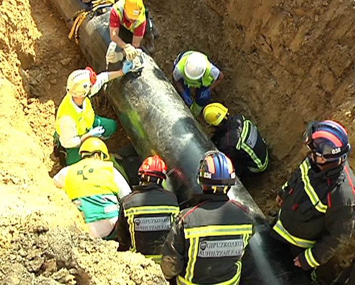 Interior y Naturgas Energía simulan un accidente en un gasoducto en construcción en Irún para mejorar la respuesta de los servicios de emergencia [2:12]