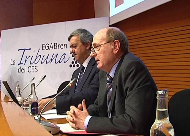 """El consejero de Economía y Hacienda en """"La Tribuna del CES"""" [0:45]"""