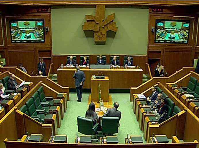 Sesión de Control al Gobierno en el Parlamento Vasco [1:56]