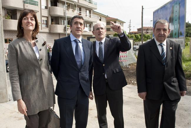 El Lehendakari, Patxi López, en el acto de colocación de la primera piedra del hospital Uribe en Urduliz