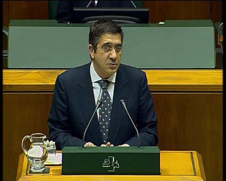 """El Lehendakari """"convencido"""" de que las medidas de ajuste """"no pondrán en peligro el crecimiento"""" económico de Euskadi [0:48]"""