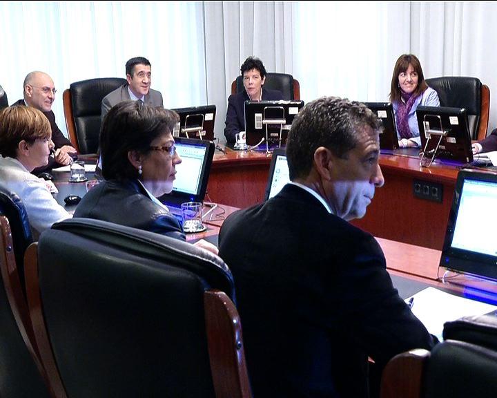 El Consejo de Gobierno aprueba el proyecto de Ley con las medidas de ajuste para Euskadi [0:53]