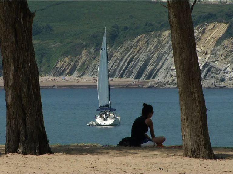 La playa de Gorliz y Plentzia recupera sus características naturales [2:24]