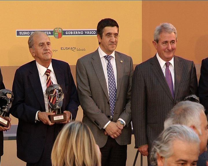 Lehendakariak Ruiz de Apodaka, Quintana, Caballero, Echarri, Aurtenetxea eta Grijelmo enpresaburuei entregatu die Korta Saria [81:02]