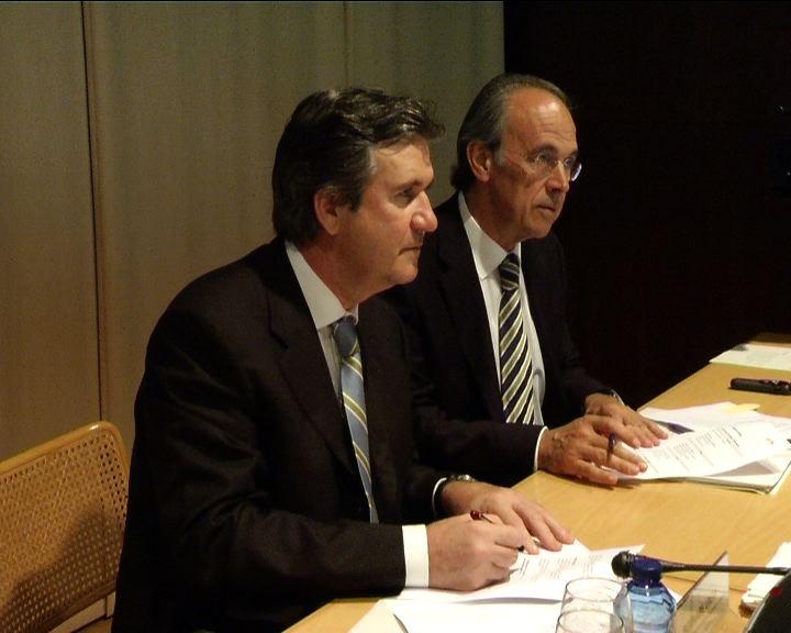 Bernabé Unda firma un convenio con La Caixa para potenciar la financiación a los autónomos y microempresas [2:26]