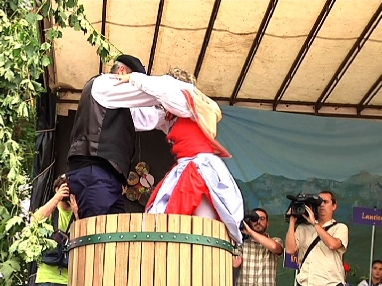 La Fiesta de la Vendimia regresa a Laguardia tras recorrer los 17 municipios de la Rioja Alavesa [1:58]