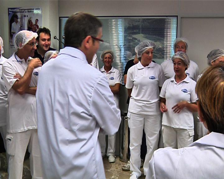 """El Lehendakari anima a empresas y trabajadores a realizar """"esfuerzos compartidos"""" para afrontar los retos del mercado global [0:35]"""