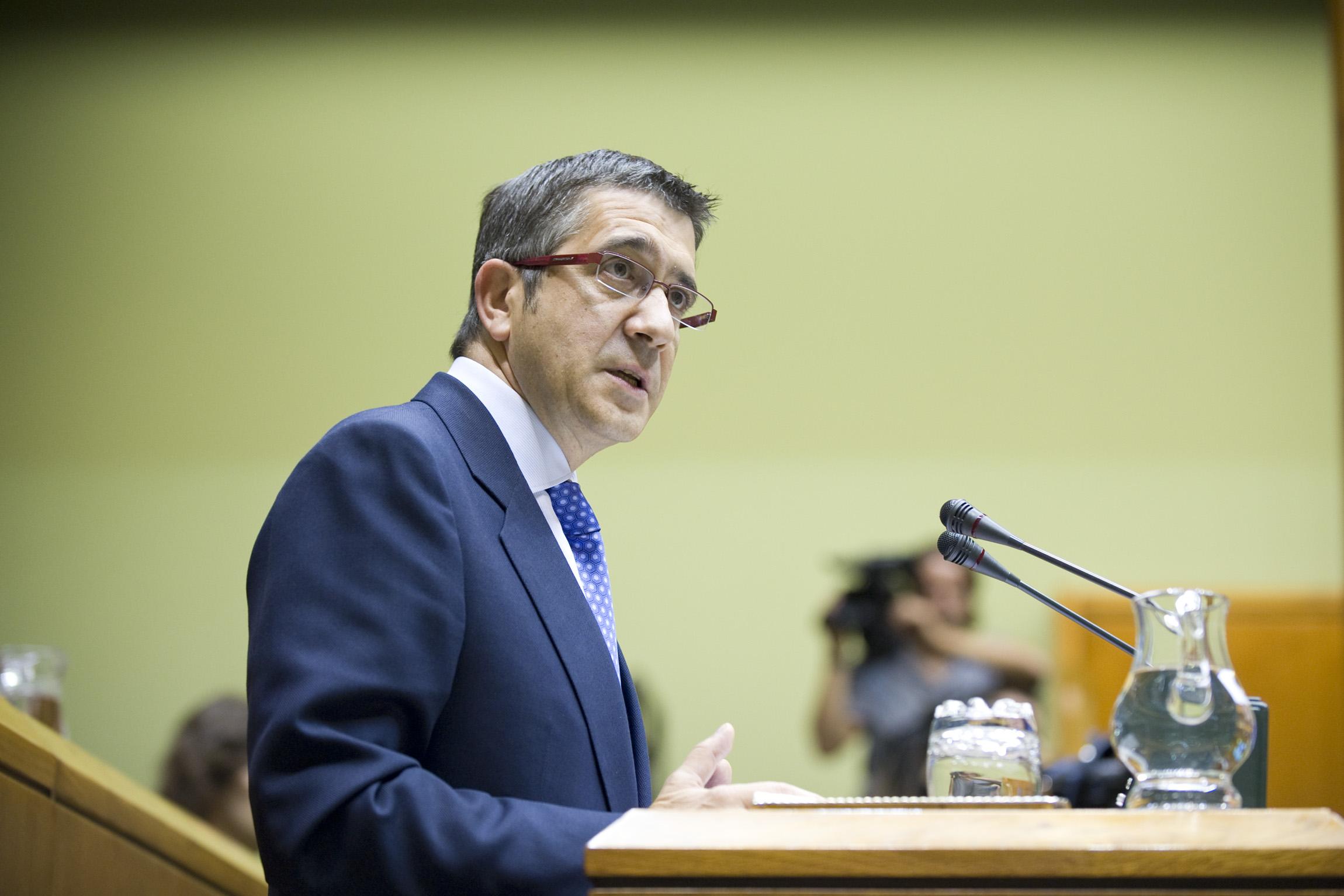 """El Lehendakari destaca que su Gobierno es el que """"ha hecho más con menos"""" [91:55]"""