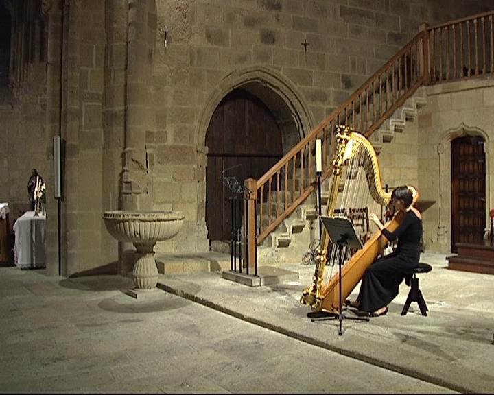 Harpa kontzertu bat antolatu da Getarian Done Jakueren 2010 Urtea ospatzeko [0:38]