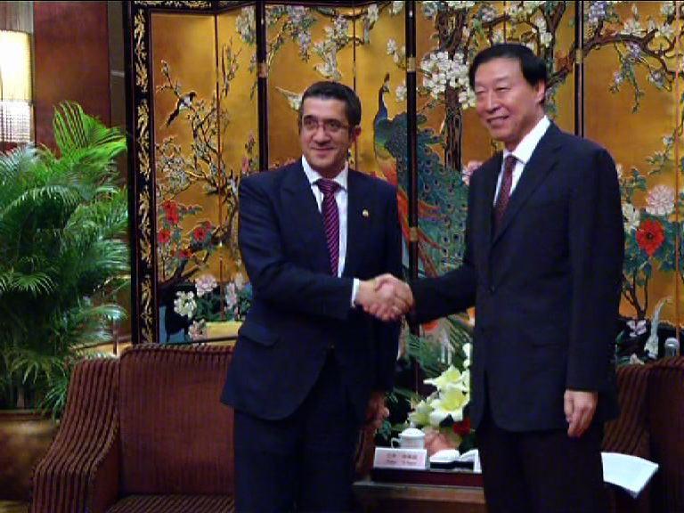 """Lehendakaria Jiangsu-ko gobernadorearekin batzartu da """"bi eskualde handi"""" hurbiltzeko [1:34]"""