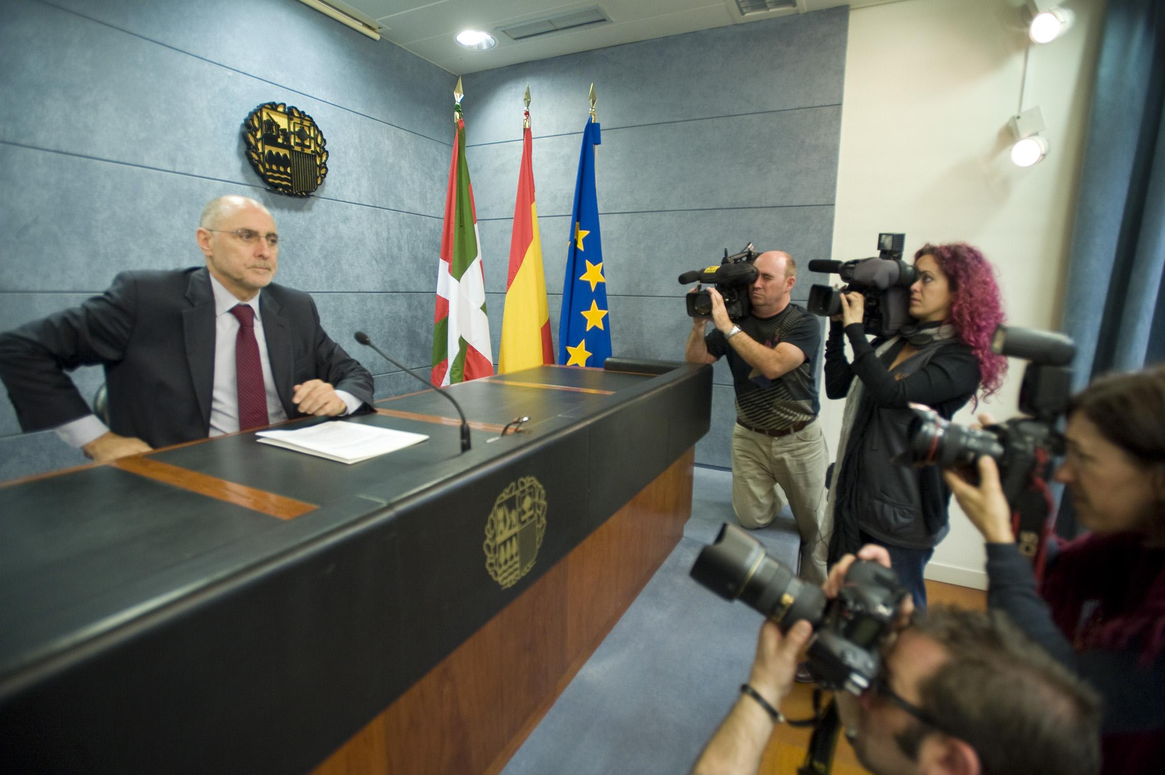 Rueda de prensa el Consejero de Interior, Rodolfo Ares, para valorar la última operación policial de la Ertzaintza contra ETA [6:39]