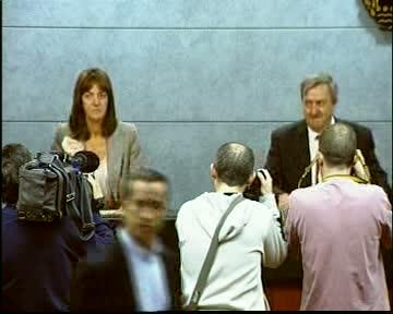 El Gobierno Vasco aprueba los presupuestos para 2011 diseñados para salir de la crisis [45:41]