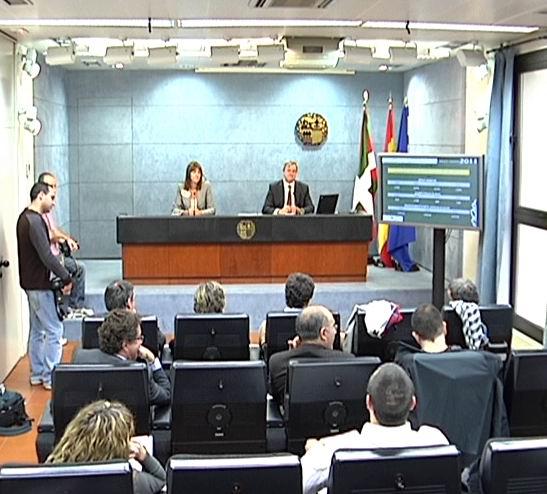 El Gobierno Vasco aprueba los presupuestos para 2011, diseñados para salir de la crisis [1:28]