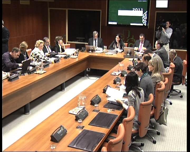 Carlos Aguirre Ekonomia eta Ogasuneko sailburuak Euskadiren 2011rako Aurrekontu Orokorrak aurkeztu ditu Eusko Legebiltzarrean [1:35]