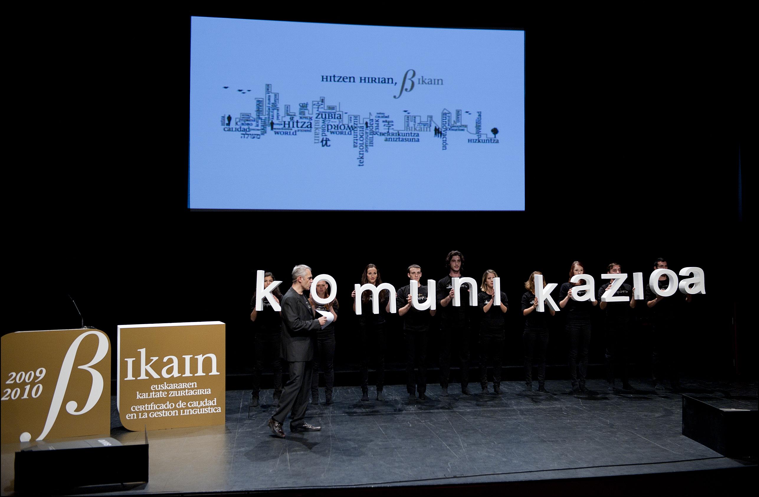 El Gobierno Vasco ha entregado los Certificados de Calidad Bikain en un acto celebrado en el Kursaal [8:40]