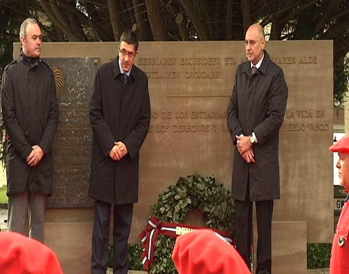 El Gobierno Vasco rinde homenaje a los ertzaintzas víctimas de ETA en Arkaute [1:18]