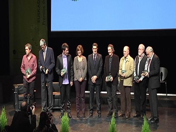 El Lehendakari entrega los Premios Literarios Euskadi 2010 [74:36]