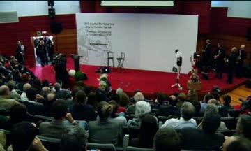 """El Lehendakari anima a comerciantes y hosteleros a innovar """"para que los turistas vuelvan"""" a Euskadi"""