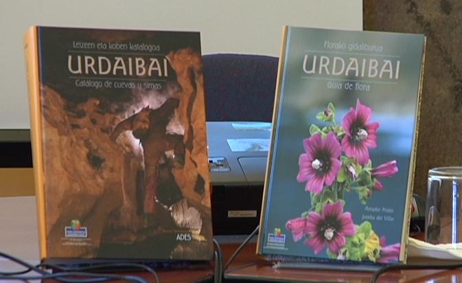 Nieves Terán presenta dos libros sobre la flora y las cuevas y simas de la Reserva de Urdaibai [1:09]