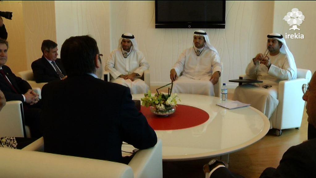 Lehendakaria Khaldoon Khalifa Al Mubarakekin bildu da, Abu Dhabiko Executive Council-eko Executive Affairs Authority-ko Chairman-a eta MUBADALAko Chairman-a [1:07]