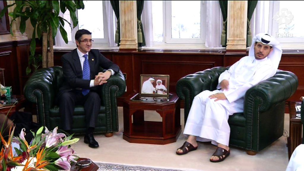 Entrevista con el Ministro de Estado del Interior, Sheikh Abdullah Bin Nasser Khalifa Al Thani [1:28]