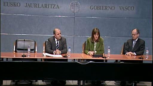 Idoia Mendia y el notario Juan Ignacio Gomeza abren el Curso de Fundaciones del Gobierno Vasco [10:02]
